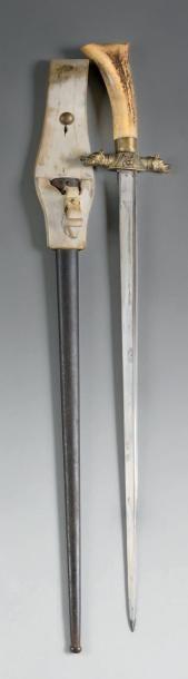 Longue dague de louveterie. Poignée en Bois...