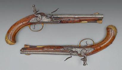 Belle paire de pistolets à silex, d'officier....