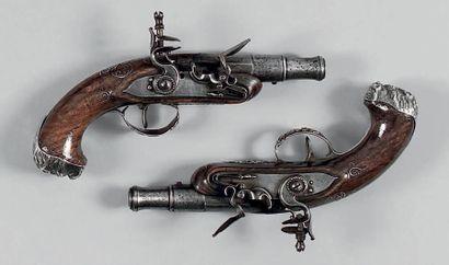 Paire de petits pistolets de carrosse. Canons...