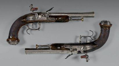 Belle paire de pistolets à silex d'officier....