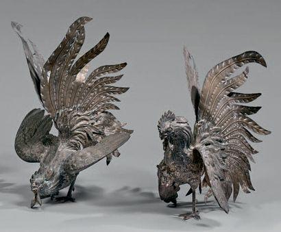 Paire de statuettes de coqs combattants en...