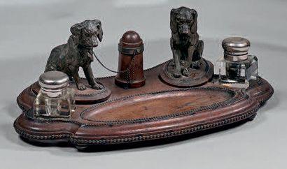 Encrier de bureau en chêne orné de deux chiens...
