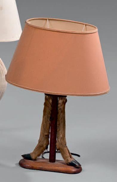 Lampe en Bois sculpté d'un couple de perdrix....