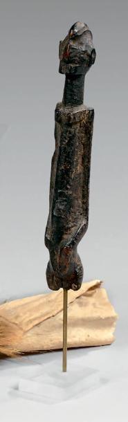 Statuette Dogon, Mali. Bois à épaisse patine...