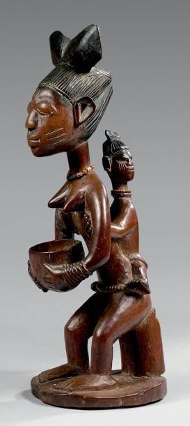 Porteuse de coupe Yorouba, Nigeria. Bois...