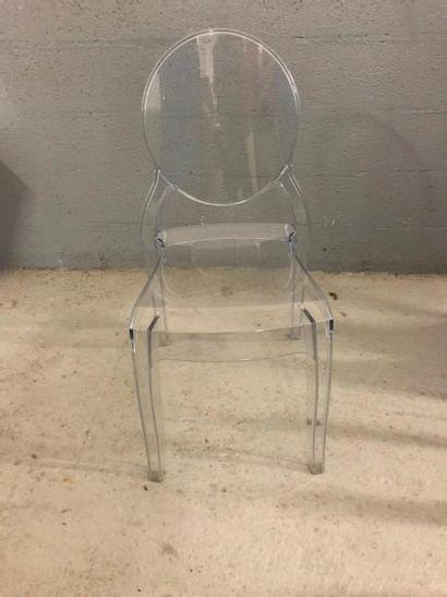 Suite de quatre chaises design en plexiglas....