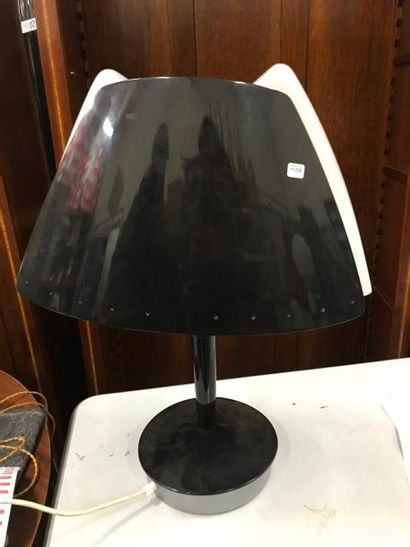 Lampe design en bakélite noire.