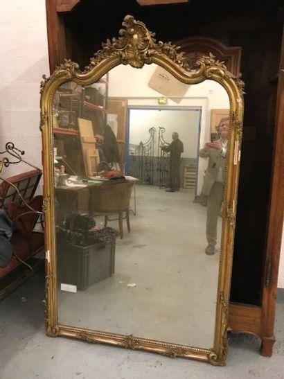 Grand miroir de cheminée en bois et stuc...