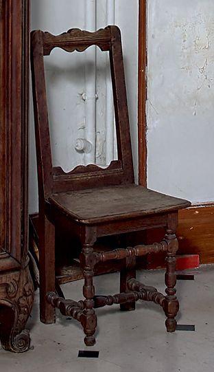 Trois chaises lorraines en chêne à piétement...