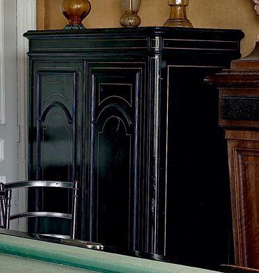 Petite armoire en bois noirci et filets de...