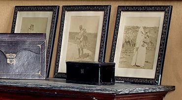 Quatre photographies sur papier albuminé:...