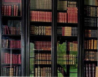 Environ deux cents volumes reliés: littérature...