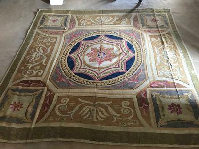 Tapis d'Aubusson vers 1800. 300 x 300cm