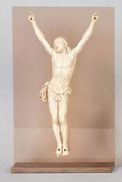 Christ en ivoire «Cristo vivo». Début du XVIIIe siècle. (Manques aux doigts). Hauteur:...