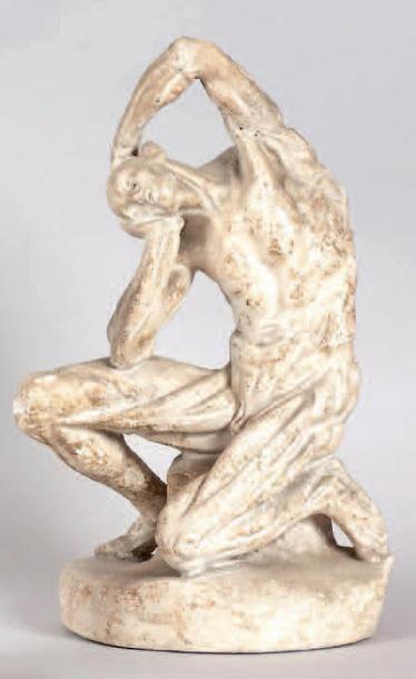 Statuette en plâtre teinté représentant Bacchus accoudé à un tonneau et tenant une...