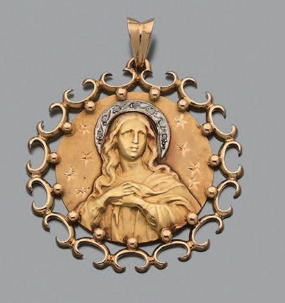 Médaille pendentif en or jaune 750 millièmes...