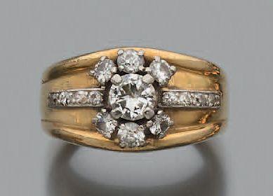 Bague en or jaune 750 millièmes ornée au...