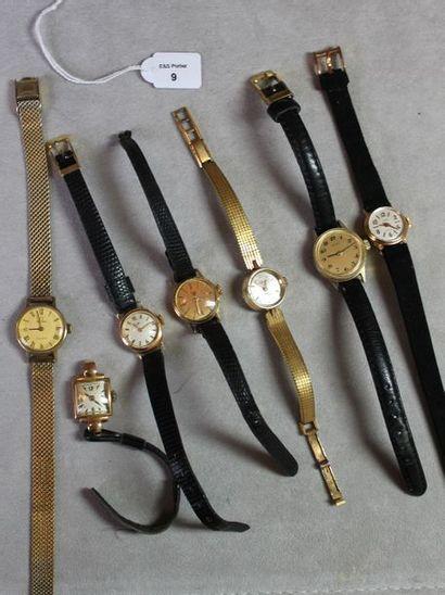*Lot comprenant: trois bracelets montres...