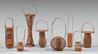JAPON - XXe siècle Ensemble de onze paniers en bambous pour l'ikebana, dont neuf...