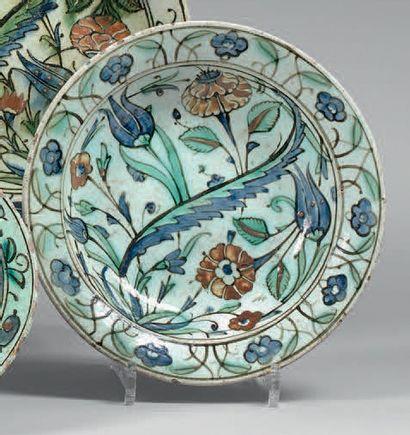 Assiette à composition florale, Turquie ottomane,...