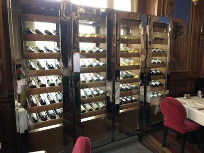 Cave à vin 4 portes en inox et verre, intérieur...