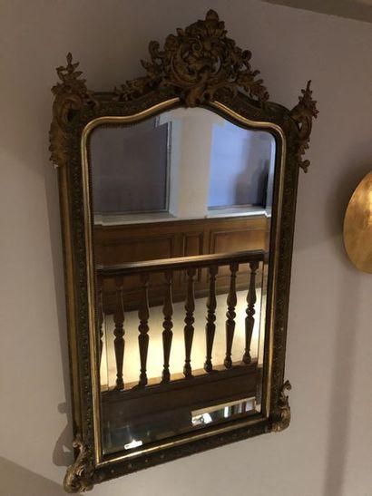 Miroir de cheminée en bois et stuc doré à...