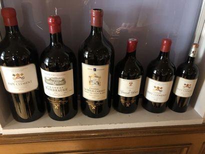 Six bouteilles de vin de formats différents,...