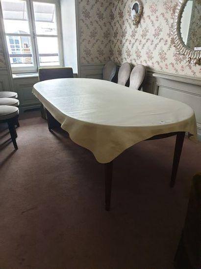 Table ronde bois naturel piétement cannelé....