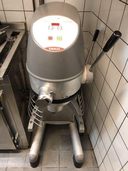 Batteur pâtisserie XBM 20 sur pied
