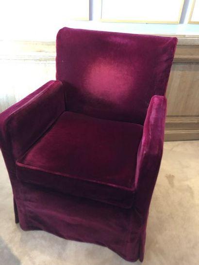 4 fauteuils garniture tissu recouverts d'une...