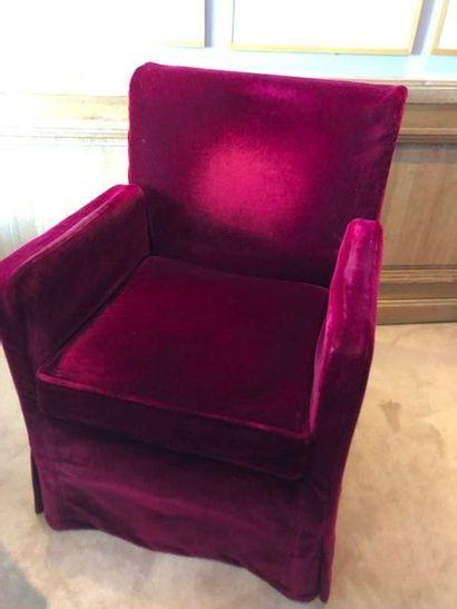 3 fauteuils garniture tissu recouverts d'une...