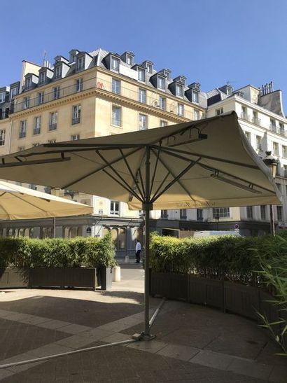 Grand parasol siglé Fontaine Gaillon
