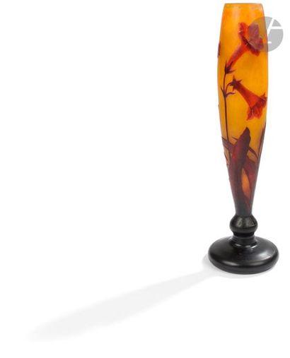 DAUM NANCY Bignone Grand vase fuselé présentant...
