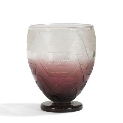 CHARLES SCHNEIDER (1881-1953) Vase cornet...