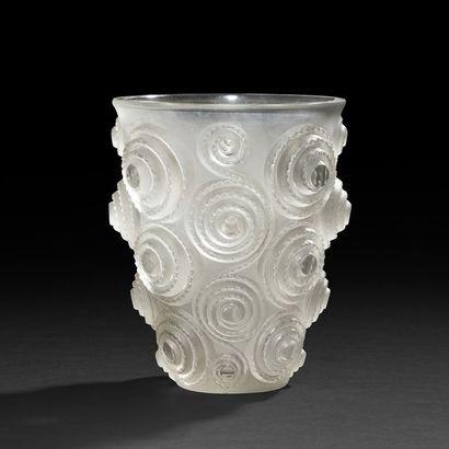 RENÉ LALIQUE (1860-1945) Spirales, modèle...