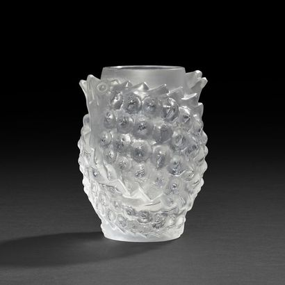 LALIQUE FRANCE Poisson boule Vase ovoïde....