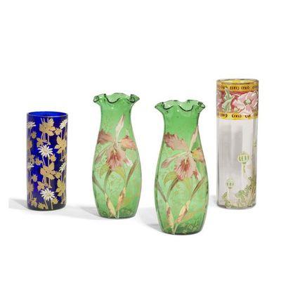 DANS LE GOÛT DE LEGRAS Iris Paire de vases...