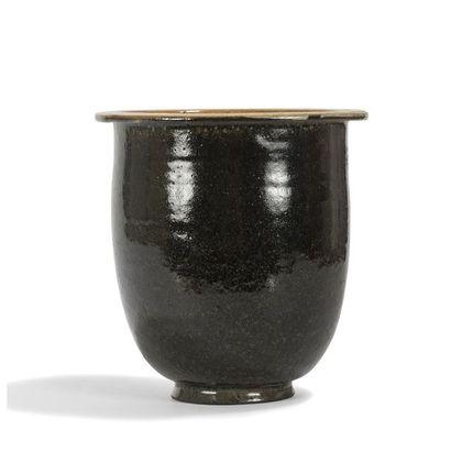 AUGUSTE DELAHERCHE (1857-1940) Vase cornet...