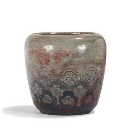 AUGUSTE DELAHERCHE (1857-1940) Vase balustre...