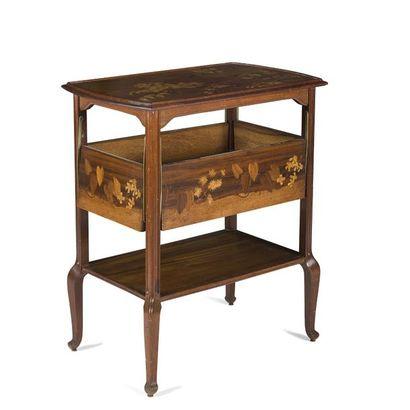 LOUIS MAJORELLE (1859-1926) Table à thé en...
