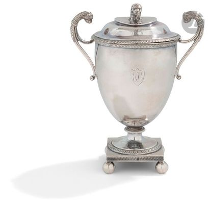 PARIS 1809 - 1818 Drageoir couvert en argent, reposant sur une base carrée à pieds...