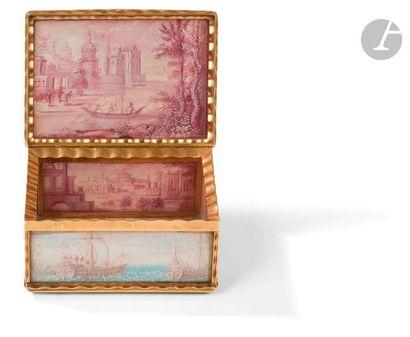 Boîte en or dite à cage ornée toutes faces et à l'intérieur de miniatures sur papier...