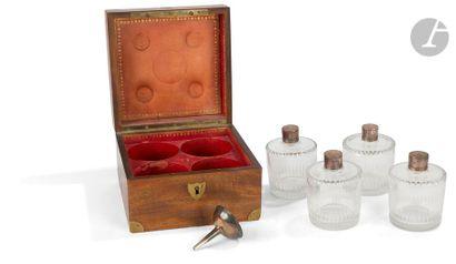 PARIS 1798 - 1809 Dans son coffret carré en bois, filets de laiton et intérieur...