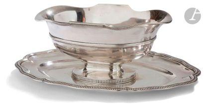 VICTOR BOIVIN 1862 - 1881 Saucière en argent de forme ovale sur son plateau amovible,...
