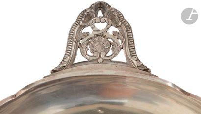VICTOR BOIVIN 1862 - 1881 Légumier en argent de forme circulaire et polylobé, la...