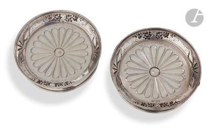CHARLES CHRISTOFLE 1855 Deux dessous de carafe de forme circulaire en galvanoplastie,...