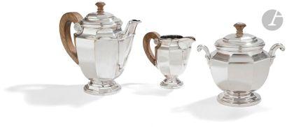 CHRISTOFLE 1935 - 1983 Thé café en métal argenté composé d'une théière, d'un sucrier...