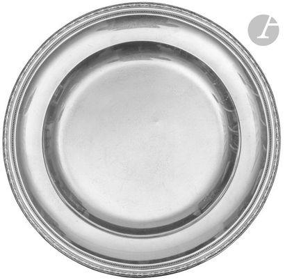 PUIFORCAT Plat circulaire en argent bordé...
