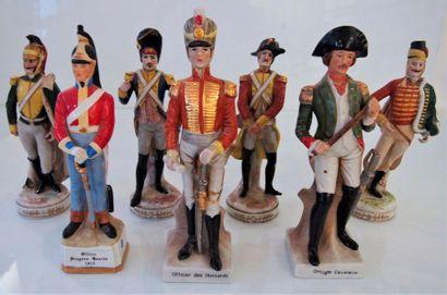 Ensemble de 7 figurines façon Saxe en porcelaine...
