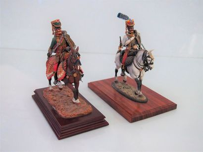 Grandes figurines type ronde bosse, peinture...